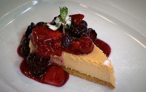 Cheesecake de doce de leite com frutas vermelhas
