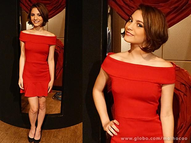 Micaela mostra que dá para combinar vermelho e preto tranquilamente (Foto: Malhação / TV Globo)