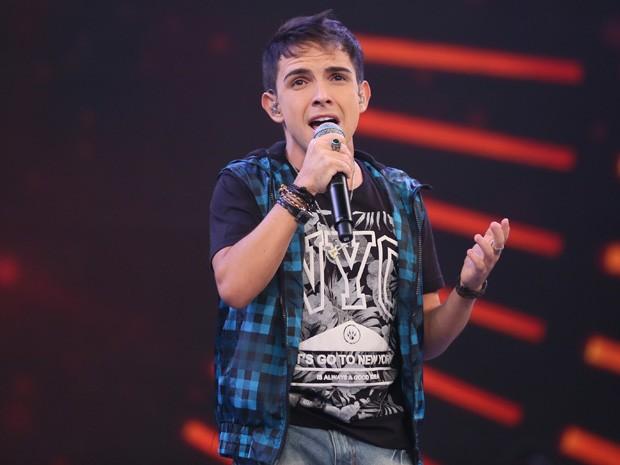 Matheus Max canta sucesso de Jota Quest no Domingão (Foto: Isabella Pinheiro / Gshow)