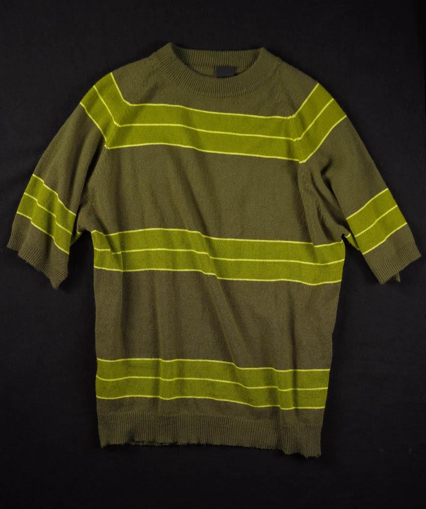 A camisa usada por Kurt no clipe de 'Smells Like Teens Spirit'  um dos itens mais procurados na exposio (Foto: Divulgao/Museum of Pop Culture)