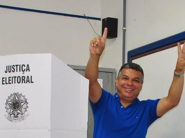 janio votando (Foto: Heitor Moreira/G1)