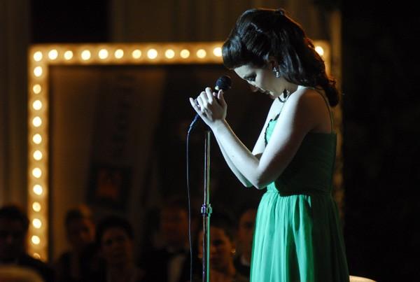 Larissa Maciel causou impacto ao interpretar a cantora Maysa (Foto: Divulgação / TV Globo)