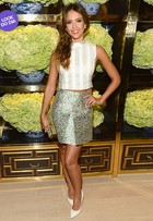 Look do dia: Jessica Alba usa mix de estampas e cropped em evento