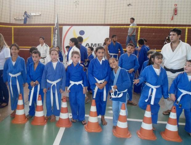 Atletas da 12ª edição do Campeonato da Amizade de Judô de Cacoal-RO (Foto: NAEC/ Divulgação)