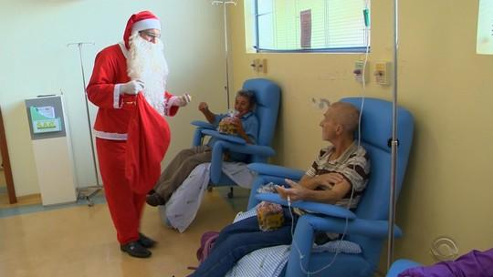 Hospital atende pedidos de pacientes com câncer em árvore de Natal no RS