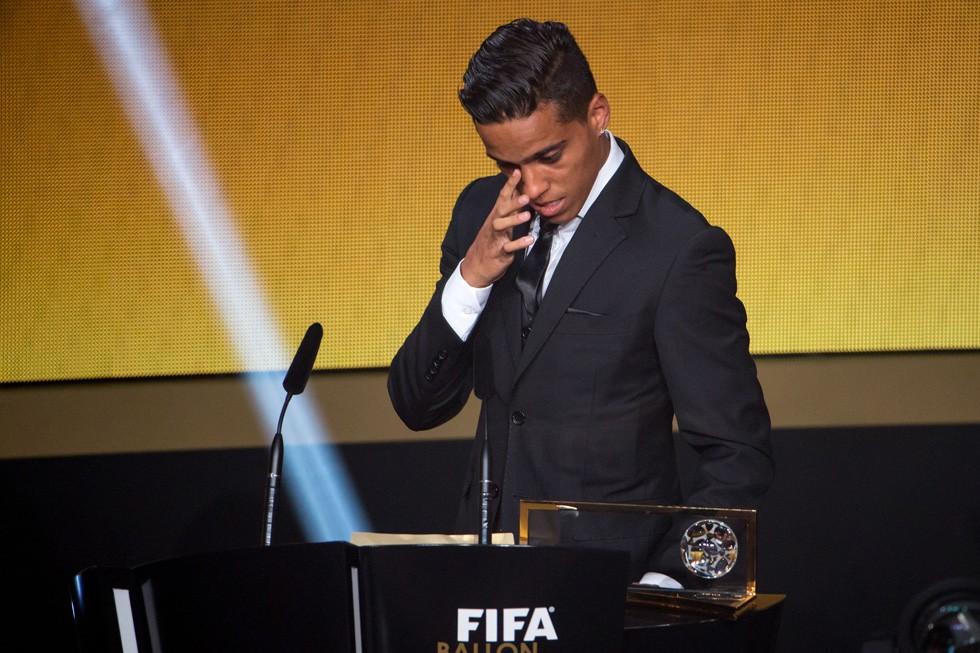 Wendell Lira, brasileiro, conquista o prêmio Puskas na Bola de Ouro, de gol mais bonito em 2015 (Foto: Getty Images)