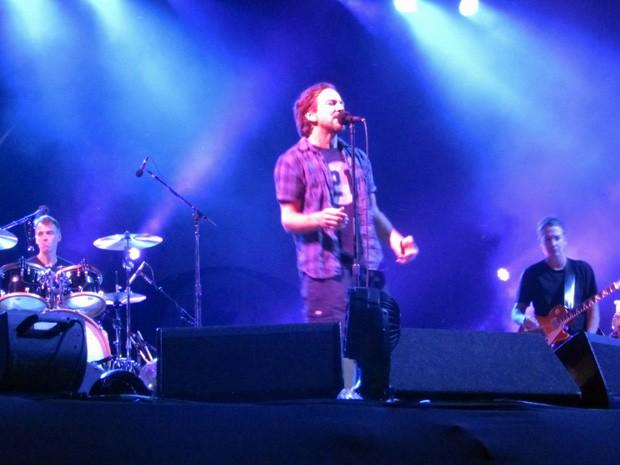 Eddie Vedder, vocalista do Pearl Jam, e banda, em show em Brasília (Foto: Isabella Formiga/G1)