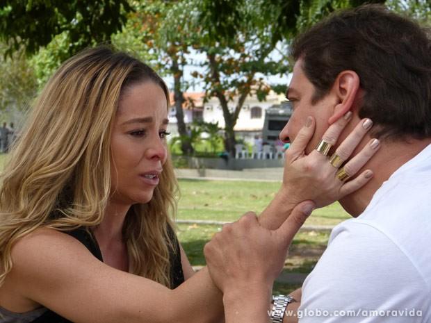 Amarilys se emociona ao conversar com Eron (Foto: Amor à Vida / TV Globo)