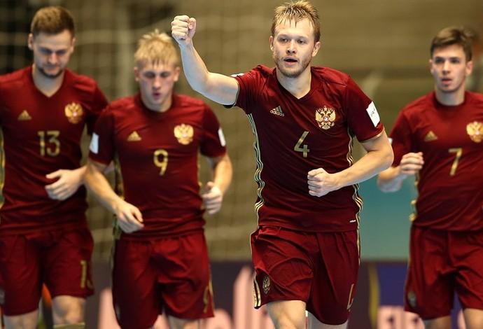0dd2f44b41 Russos comemoram gol na vitória sobre o Irã no Mundial de Futsal (Foto   Getty