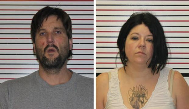 Ryan Bensen e Erica Manley foram presos ao oferecerem metanfetamina como gorjeta à garçonete de restaurante (Foto: Divulgação/Clatsop County Jail)