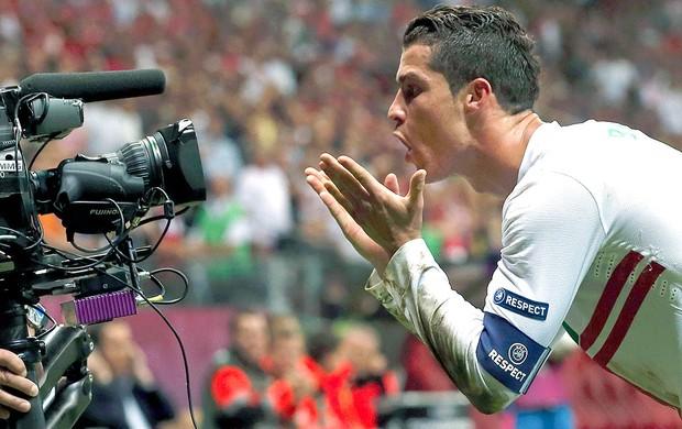Cristiano Ronaldo comemora gol de Porttugal (Foto: Reuters)