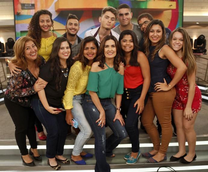 Depois do programa a Fátima tira foto com a plateia  (Foto: Raphael Dias/Gshow)
