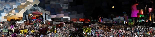Arte original tem 6 metros de comprimento e reúne mais de mil imagens registradas durante os últimos quatro dias do Rock in Rio 2013 (Foto: Marcello Cavalcanti / Divulgação)