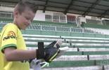 Bernardo quer usar as luvas de Danilo quando virar goleiro profissional