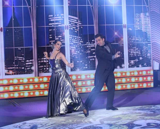 Com elegância, Juliana Paiva e Átila Amaral dão show no 'Dança' (Foto: Carol Caminha/TV Globo)