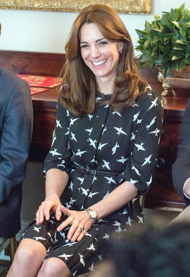 Kate Middleton usa vestido fast fashion em evento no Palácio de Kensigton (Foto: AKM-GSI)