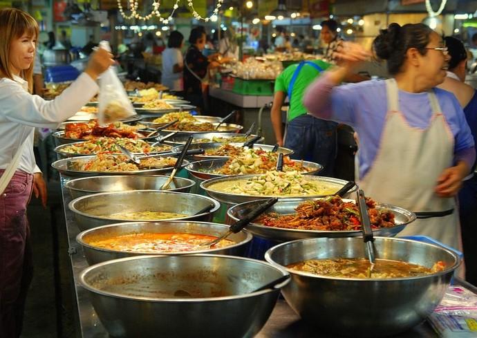 Teve mercado flutuante, com pratos chineses, mercados noturnos, matinais (Foto: Divulgação)