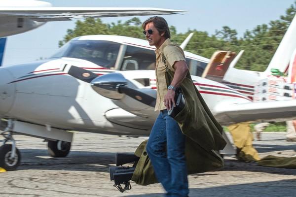 O ator Tom Cruise em cena de Feito na América (2017) (Foto: Divulgação)