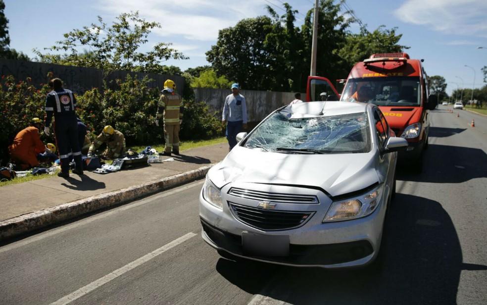 Motorista de 20 anos matou ciclista após atropelamento no Lago Norte, em Brasília (Foto: Corpo de Bombeiros/Divulgação)