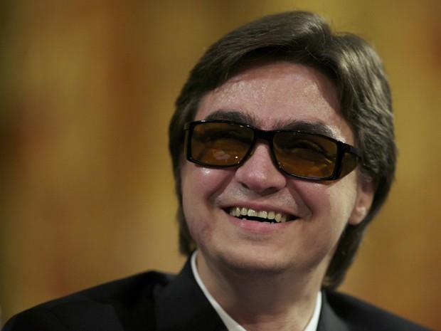 Sergei Filin em tribunal na Rússia nesta quarta-feira (6). Ele pede RS$ 225 mil de indenização por ataque com ácido em janeiro que o deixou quase cego (Foto: AP Photo/Alexander Zemlianichenko)