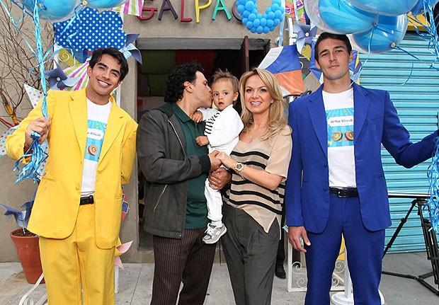 Eliana ao lado de Arthur e do marido, João Marcello Boscoli (Foto: Manuela Scarpa e Marcos Ribas/Foto Rio News)