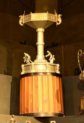 Taça Salutaris exposta na sede do Flamengo (Foto: Matheus Frigols / GloboEsporte.com)