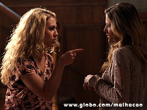 Meg e Sofia acabam se estranhando feio (Foto: Jacson Vogel / TV Globo)