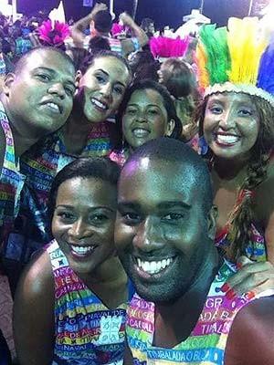 Amilton com os amigos no carnaval de Salvador  (Foto: Amilton Amorim/ Arquivo Pessoal)