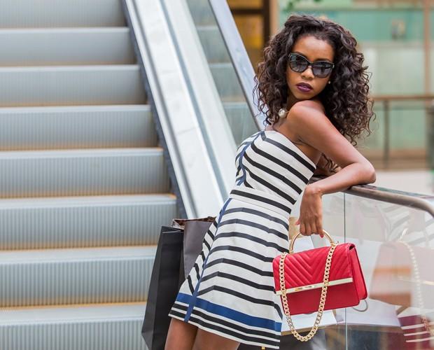 Gata vai às compras e mostra seu lado fashionista (Foto: Artur Meninea/Gshow)