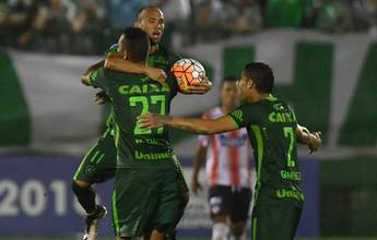 Chapecoense atropela o Júnior em casa e garante classificação histórica