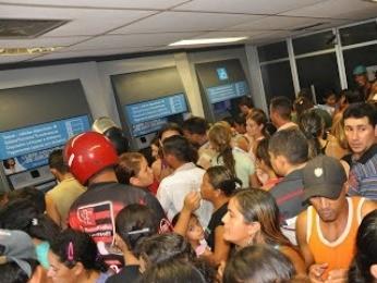 multidão na agência da CAixa em canindé (Foto: Everton Félix/Canindé Notícias)