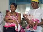 Siamesas separadas da BA recebem alta e deixam hospital, em Goiânia
