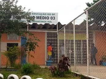 Fachada do Centro de Ensino Médio 03 de Taguatinga, no Distrito Federal (Foto: Raquel Morais/G1)