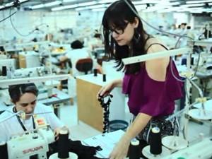 A estilista Mônica Macente se formou em Moda na UEM, em 2009 (Foto: Reprodução/RPC)