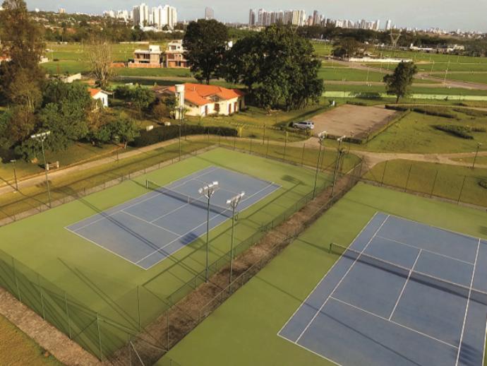 Quadras de tênis oficiais no condomínio Jardim do Golfe, em São José (Foto: Anderson Ferreira)