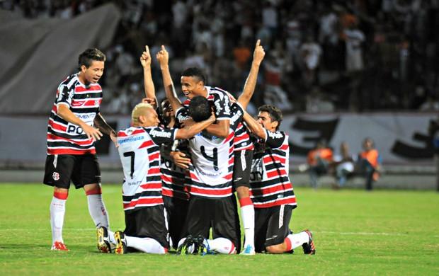 Santa Cruz x Brasiliense (Foto: Aldo Carneiro/Pernambuco Press)