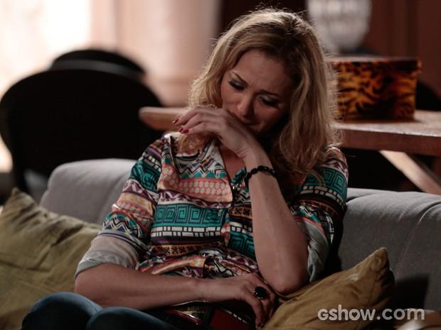 Maura fica arrependida pelas maldades que fez a Tita (Foto: Felipe Monteiro / TV Globo)