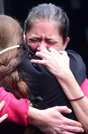Graciana Magnani, filha de Umberto Magnani, se emociona no velório do pai (Foto: Leo Franco / AgNews)