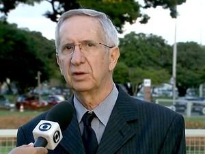 O secretário de Educação do DF, Júlio Gregório, durante entrevista (Foto: TV Globo/Reprodução)