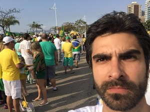 """FLORIANÓPOLIS - Eduardo Borges, empresário paulista. Mora em Florianópolis há 4 meses. """"Estou aqui para poder dizer para meus filhos no futuro que fiz minha parte para melhorar o país dele.""""  (Foto: Arquivo Pessoal)"""