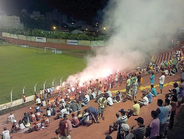 Torcida Dragão Vermelho, do Aracruz (Foto: Bruno Marques/Globoesporte.com)