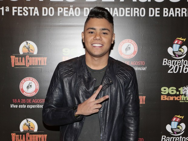 Felipe Araújo em show em São Paulo (Foto: Rafael Cusato/ Brazil News)