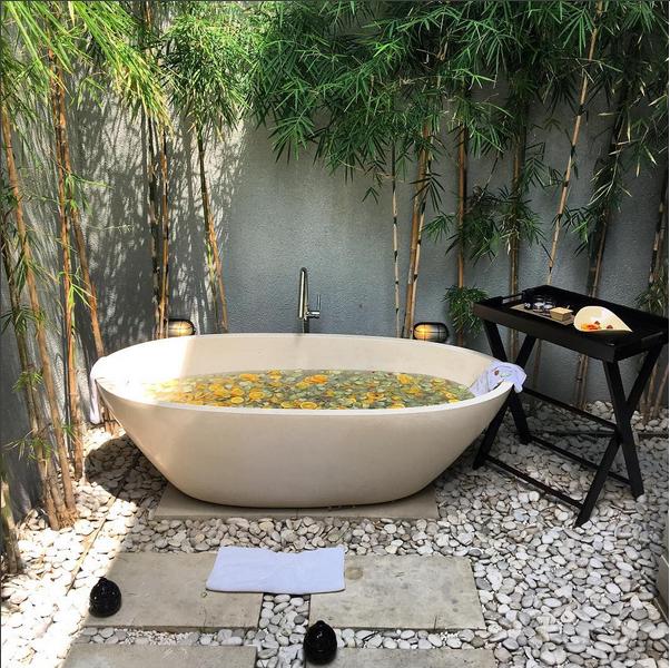 Banheiro do hotel de Isis Valverde (Foto: Reprodução/Instagram)
