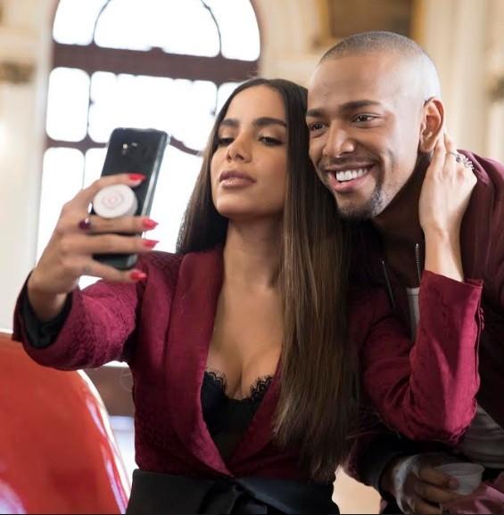 Anitta e Nego do Borel nos bastidores do comercial que acabam de estrelar  (Foto: Divulgação)