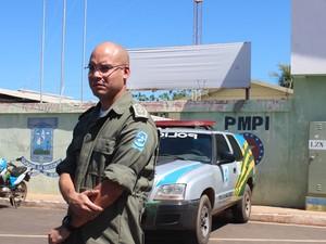 Tenente destaca que buscas estão sendo feitas para captura do suspeito (Foto: Catarina Costa/G1)