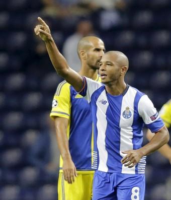 Brahimi gol Porto x Maccabi Liga dos Campeões (Foto: Reuters)