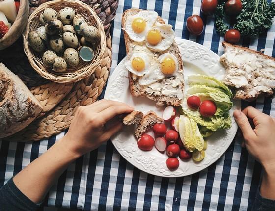 A maior refeição do dia? Uma nova leva de estudos sugere um café da manhã farto ajuda a prevenir obesidade (Foto: Foodiesfeed)