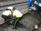 Rapaz que caiu na linha do trem no RJ encontra 'maquinista herói'
