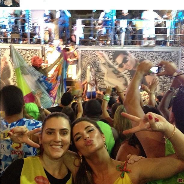 Ex-BBB Laisa curte carnaval de Salvador e se joga na pipoca (Foto: Instagram)