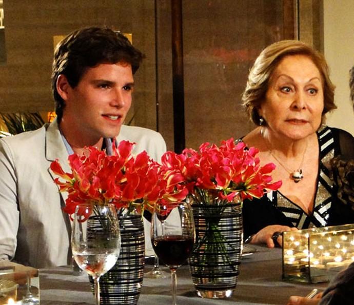 Jonatas conta que Aracy Balabanian foi um grande presente da novela (Foto: TV Globo)